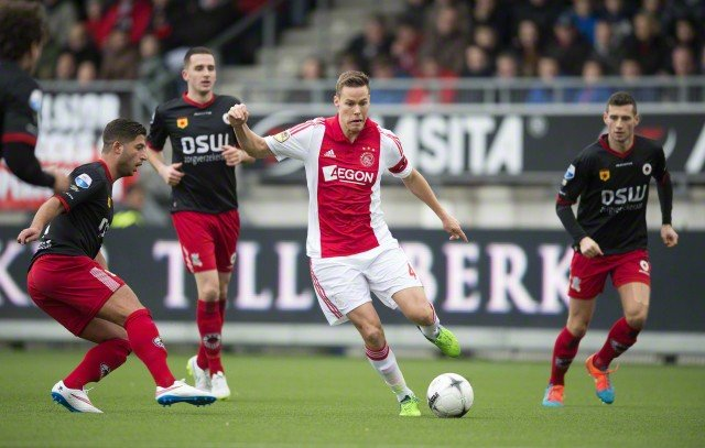21 Dec 2014, Rotterdam, Netherlands --- epa04537160 Excelsior player Ninos Gouriye (L) in action with Ajax Amsterdam player Niklas Moisander (C) during the Dutch Eredivisie soccer match between Excelsior Rotterdam and Ajax Amsterdam in Rotterdam, The Netherlands, 21 December 2014. EPA/OLAF KRAAK --- Image by © OLAF KRAAK/epa/Corbis